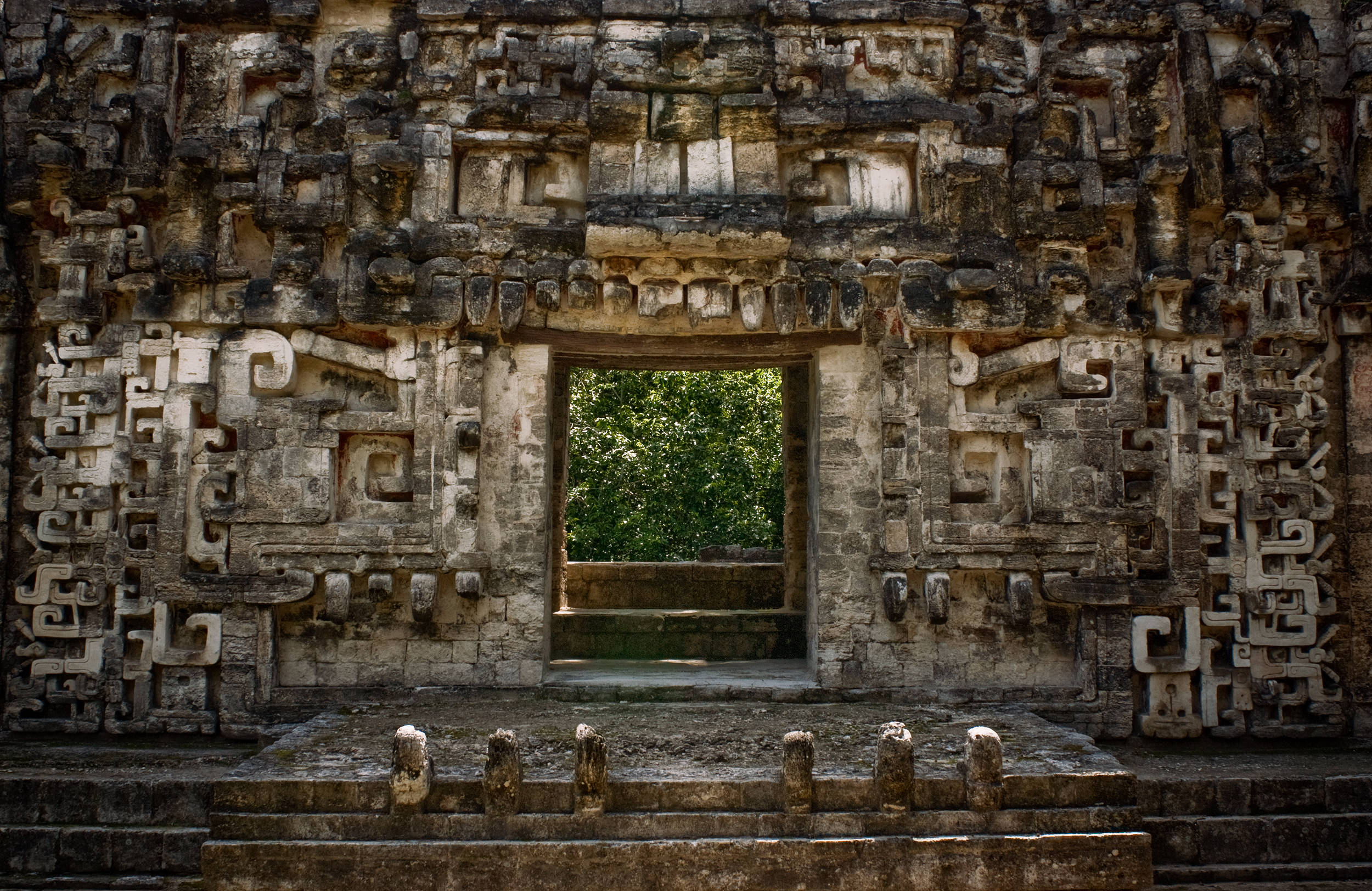 wojtek-jakubiec-photographer-montreal-mayan-mexico-documentary-chichenitza-jaguar-wall.jpg