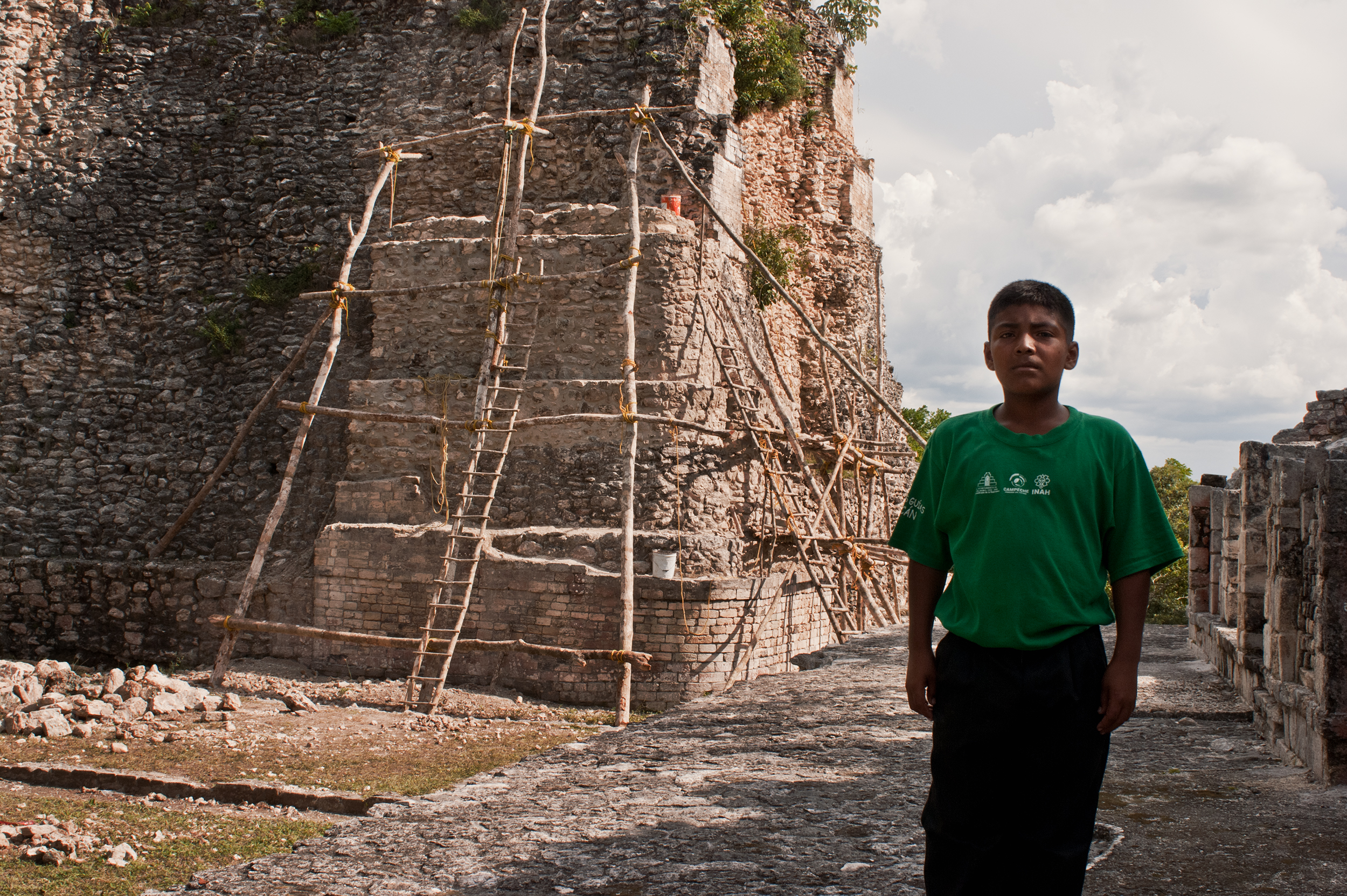 wojtek-jakubiec-photographer-montreal-mayan-mexico-documentary-Kid-by-pyramid-in-palenque.jpg