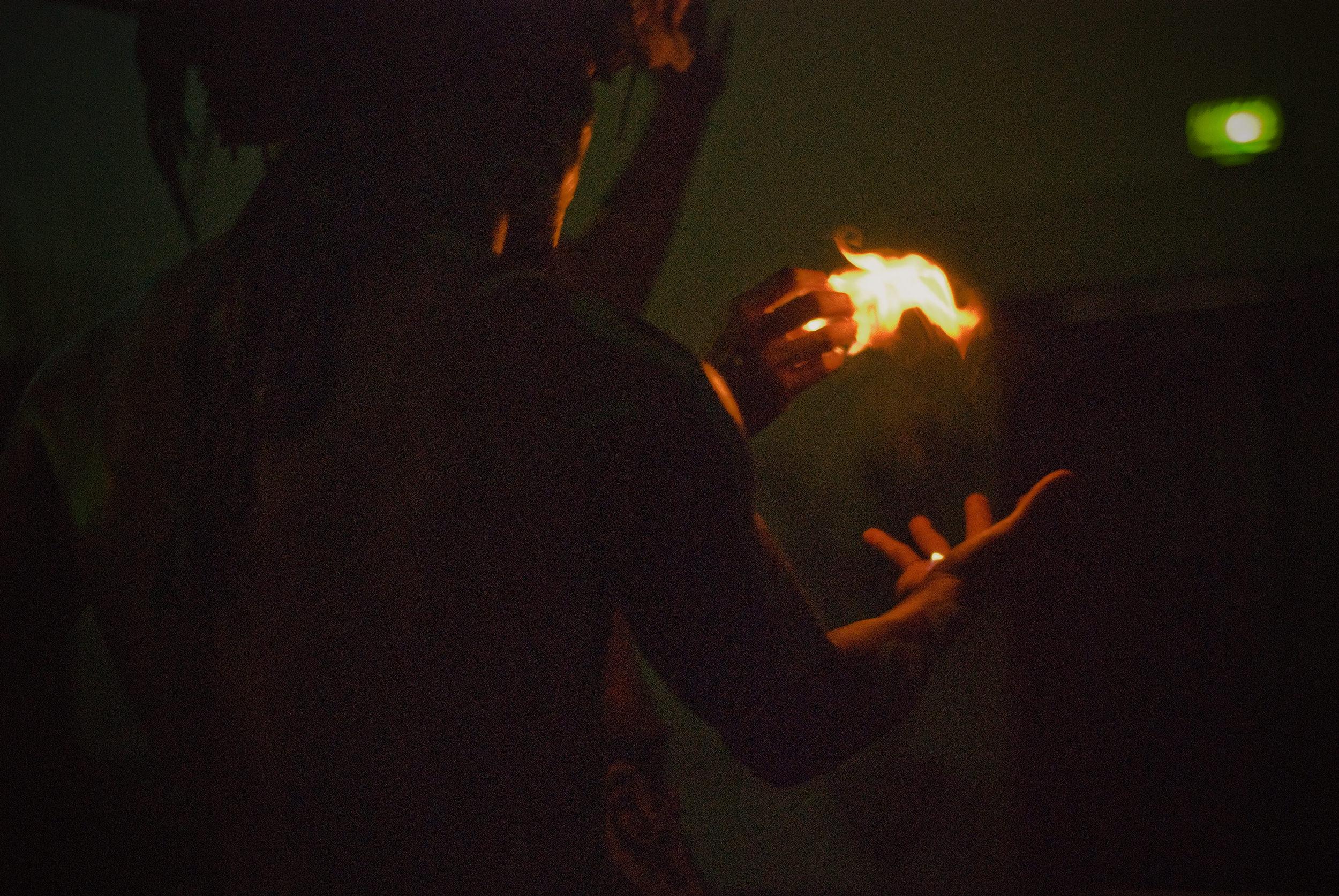 wojtek-jakubiec-photographer-montreal-mayan-mexico-documentary-Mayan-show-fire-ritual-back.jpg