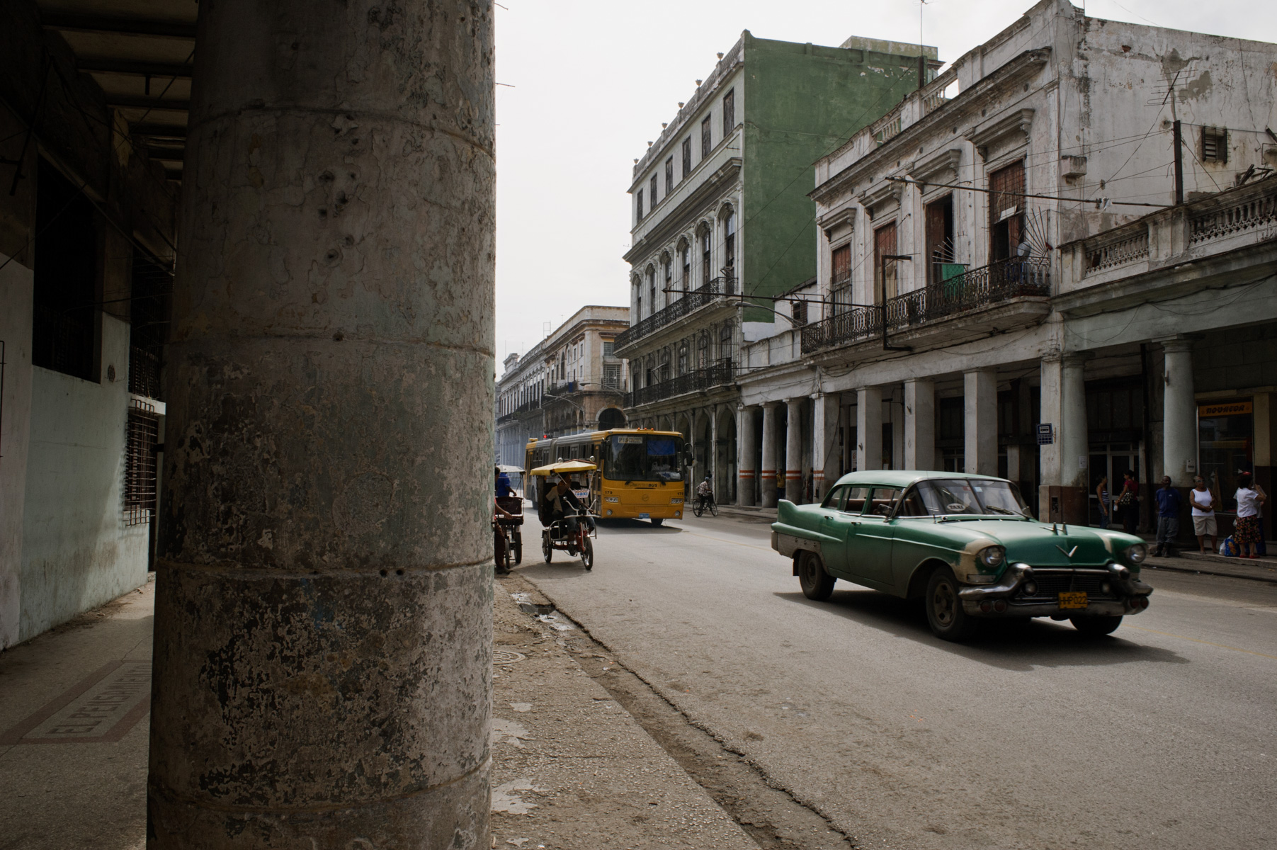 wojtek-jakubiec-photographer-montreal-cuba-havana-street-documentary-green-car-green-wall-.jpg