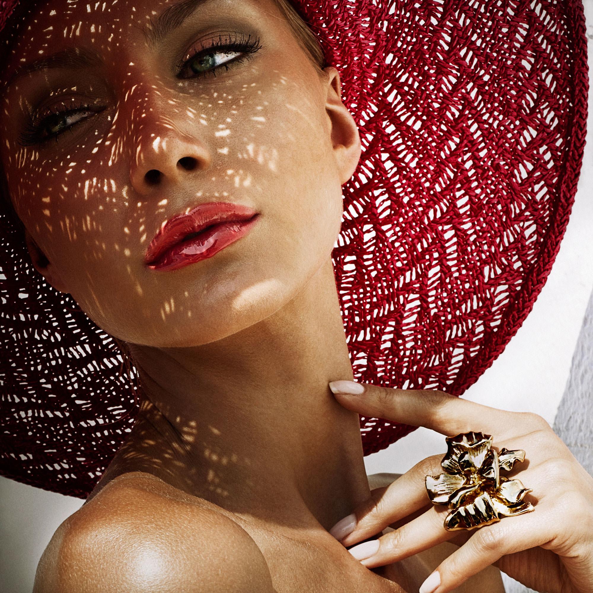 Alisa-pysareva-in-a-red-hat-summer.jpg