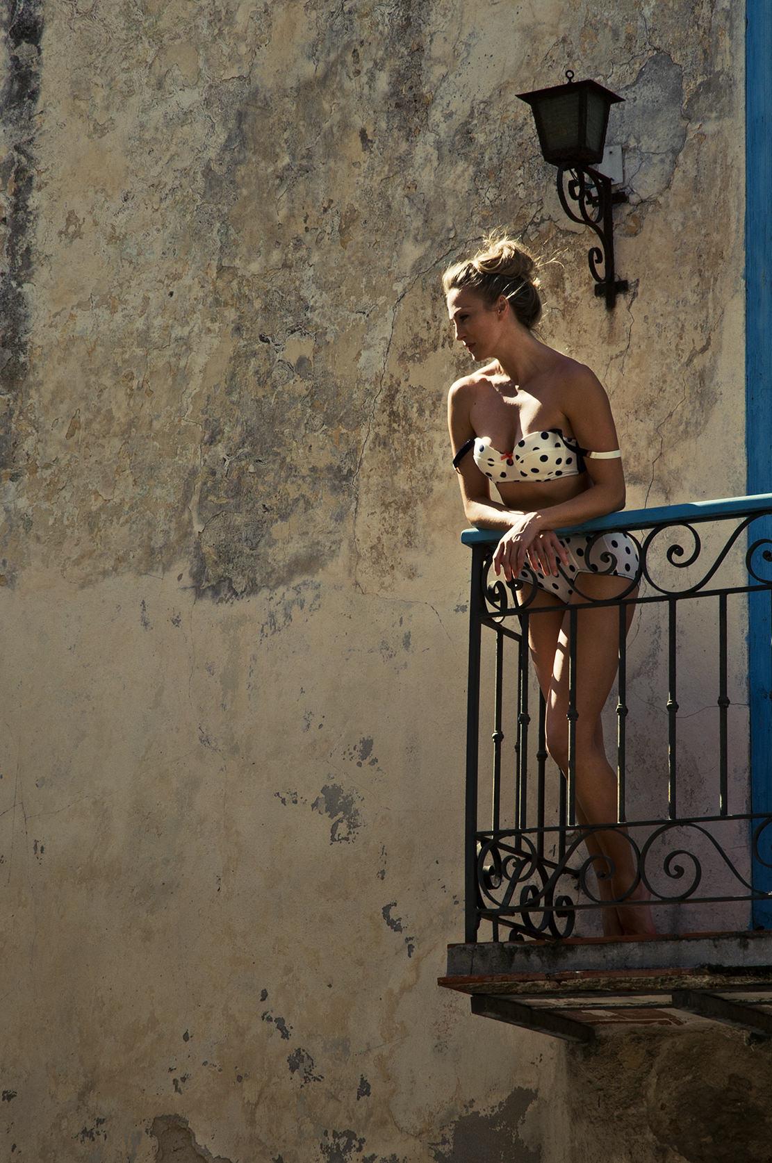 andyq-montagemodels-by-the-balcony-in-havana.jpg