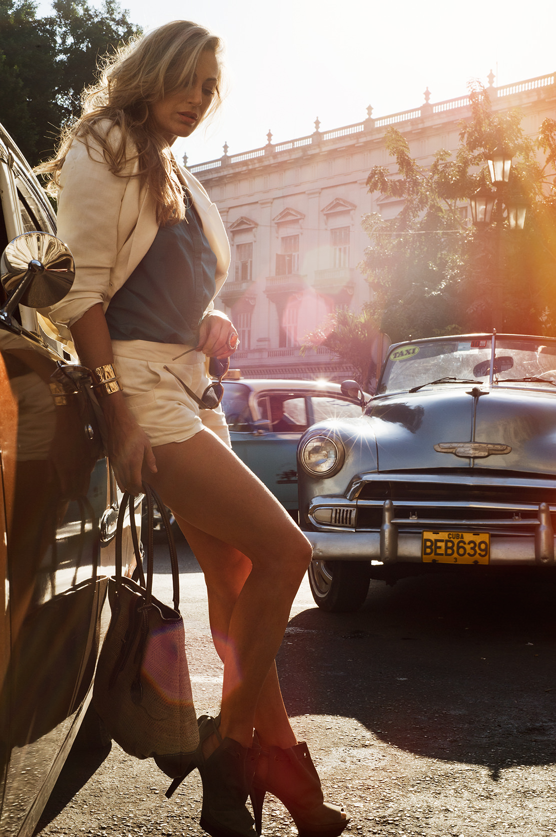 montagemodels-woman-by-old-cars-in-cuba.jpg