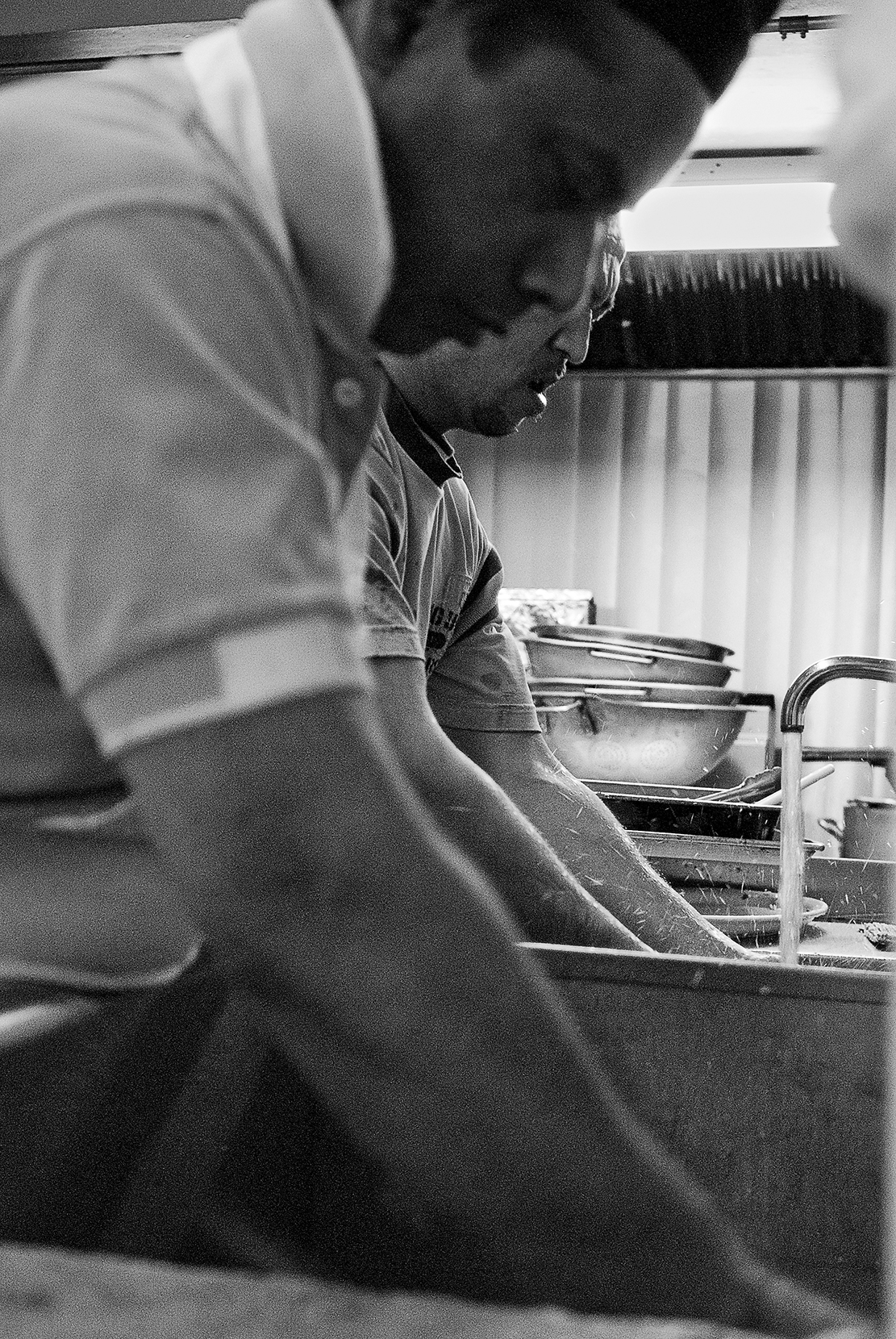 workers-washing-dishes.jpg