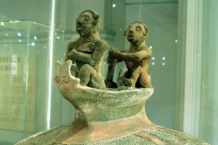 Manunggul-Jar-from-the-National-Museum-of-the-Philippines.jpg