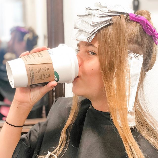 Getting brighter for #ThirstyThursday 🤩🤪 . . #processpic #highlights #blondehair #warmsandyhair #huntingtonbeach