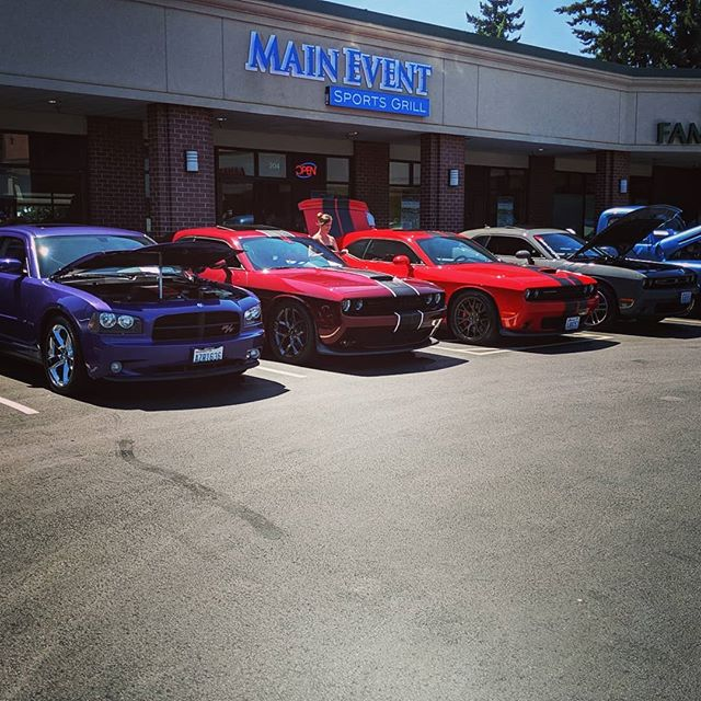 Stopped in at #maineventsportsgrill yesterday to check out the car show and hang out with friends and family.  Was pretty cool to see some cars we have worked on being shown off as well as meeting knew people.  #streamlineaudio #carshows #carshowseasoninfullswing #mopar #corvette #impala #datsun #caraudioinstallation #carstereovancouver #carstereoinstallation #retroradio #retroaudio #caraudiovancouver #gtr #northcountycruisers