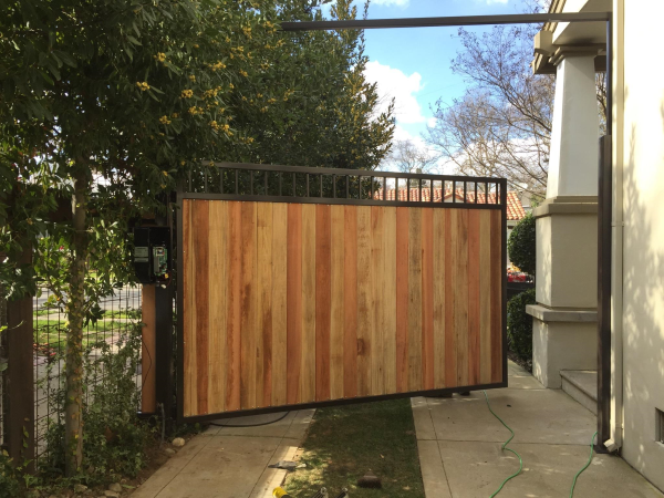 2019 Iron Gate Fence Design Trends