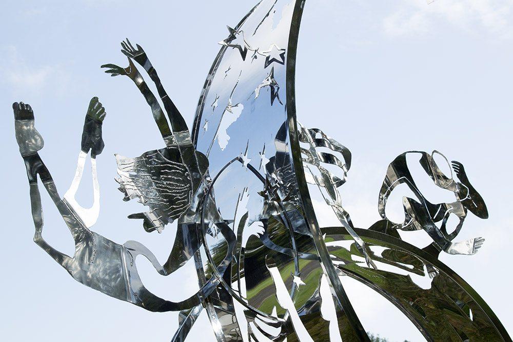 22.e-Ono-Dreams-2012.-Stainless-steel-4.1-x-5.2-x-4.6-m-x.jpg