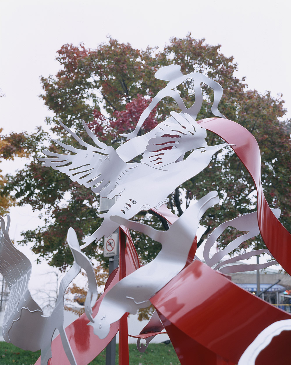 5.c-Ono-Music-2006.-Painted-mild-steel-320-x-304-x-244-cm-x.jpg