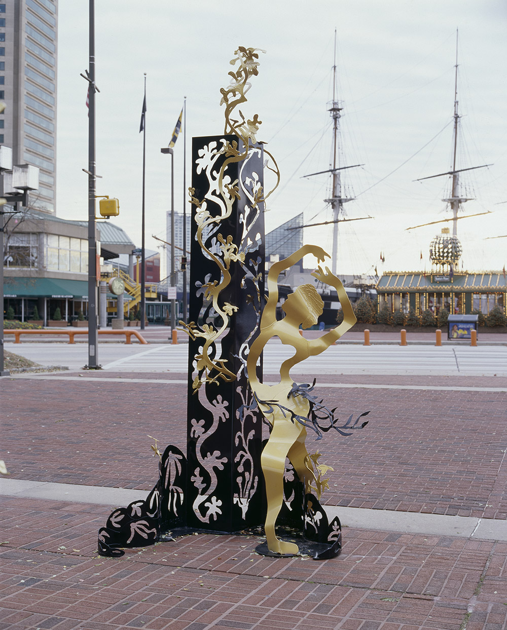 6.c-Ono-Yin-and-Yang-2006.-Painted-mild-steel-2-sculptures-396.2-x-167.6-x-45.7-cm.-and-498-x-274-x-244-cm-x.jpg