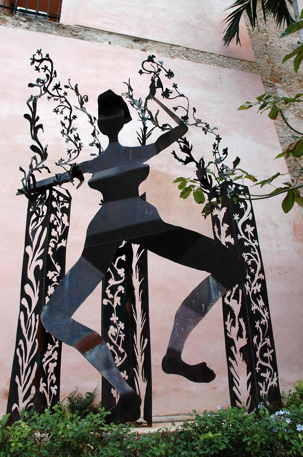 11.c-Ono-Dancing-Peasant-2002.-Steel-266.7-x-106.7-x-61-cm-x.jpg