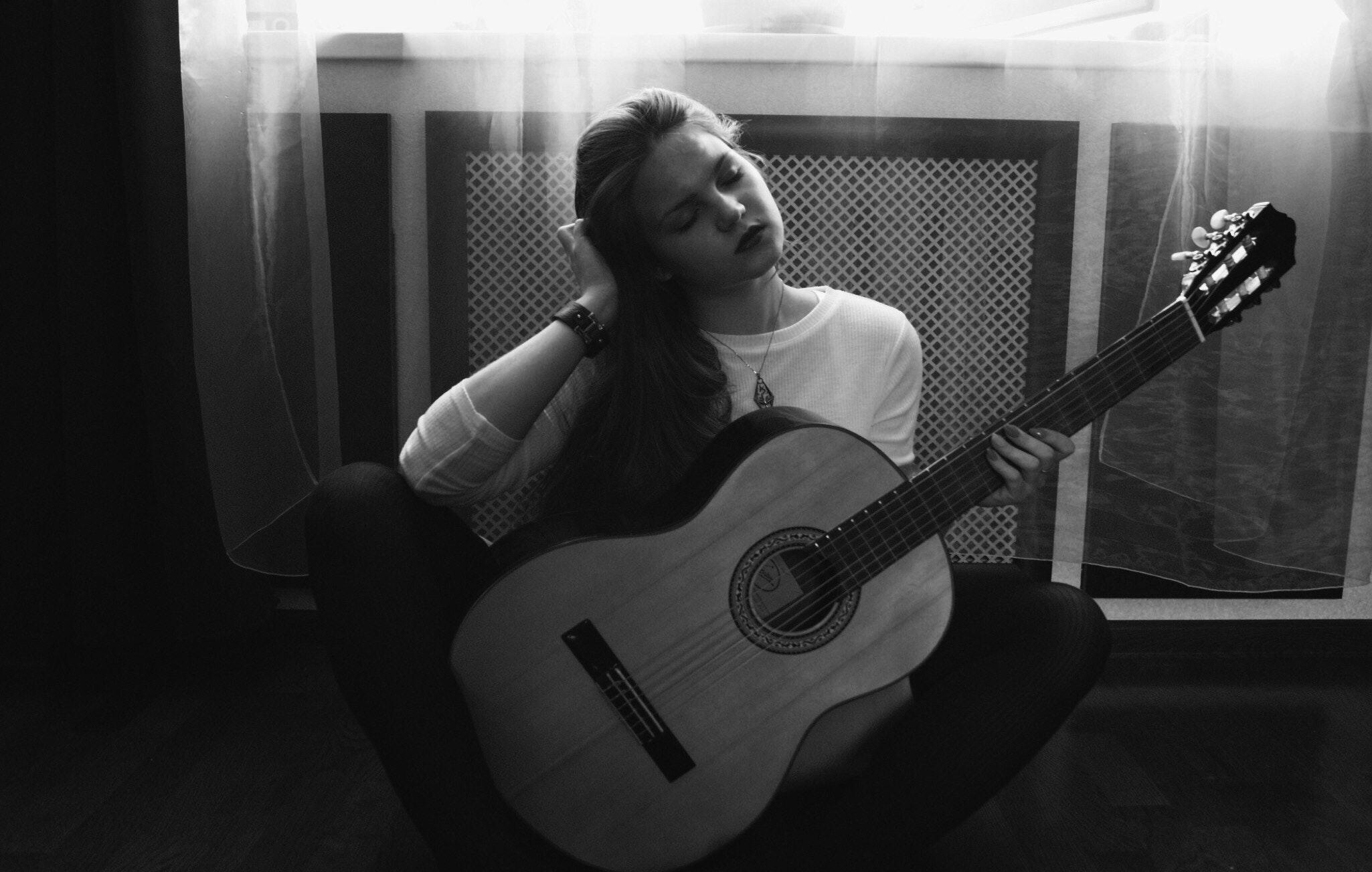 beautiful-black-and-white-classical-guitar-157642.jpg