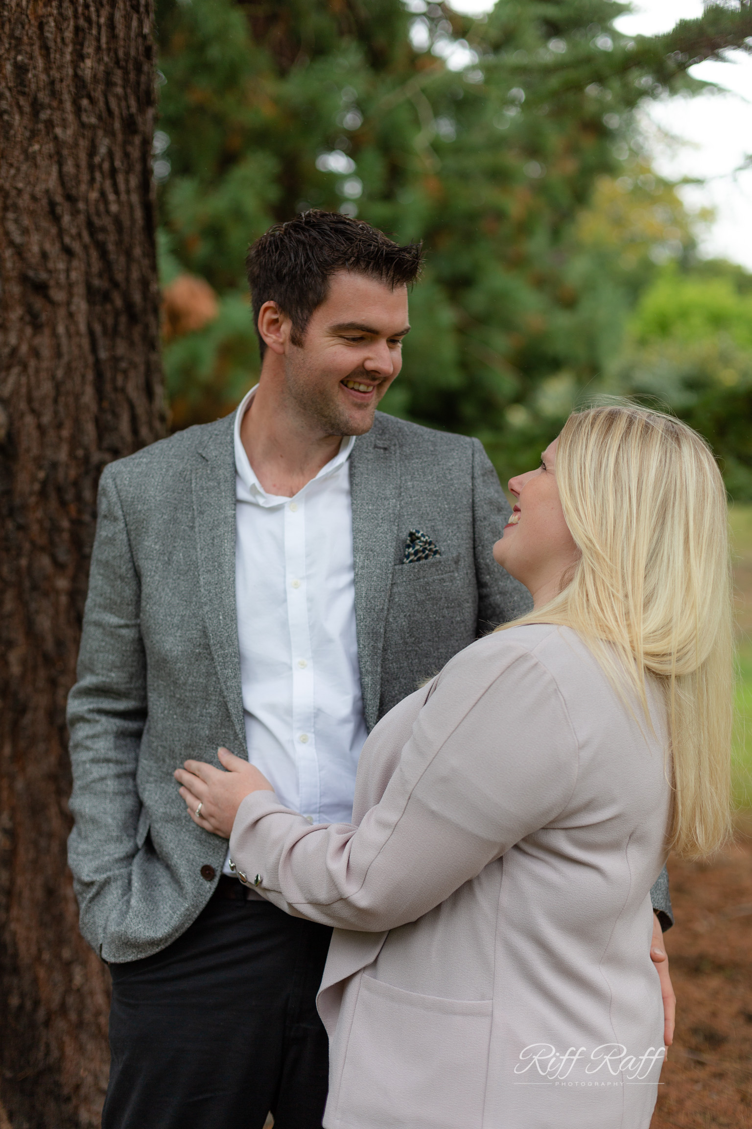 Fiona & Adam Engagement Shoot Blog-004.jpg