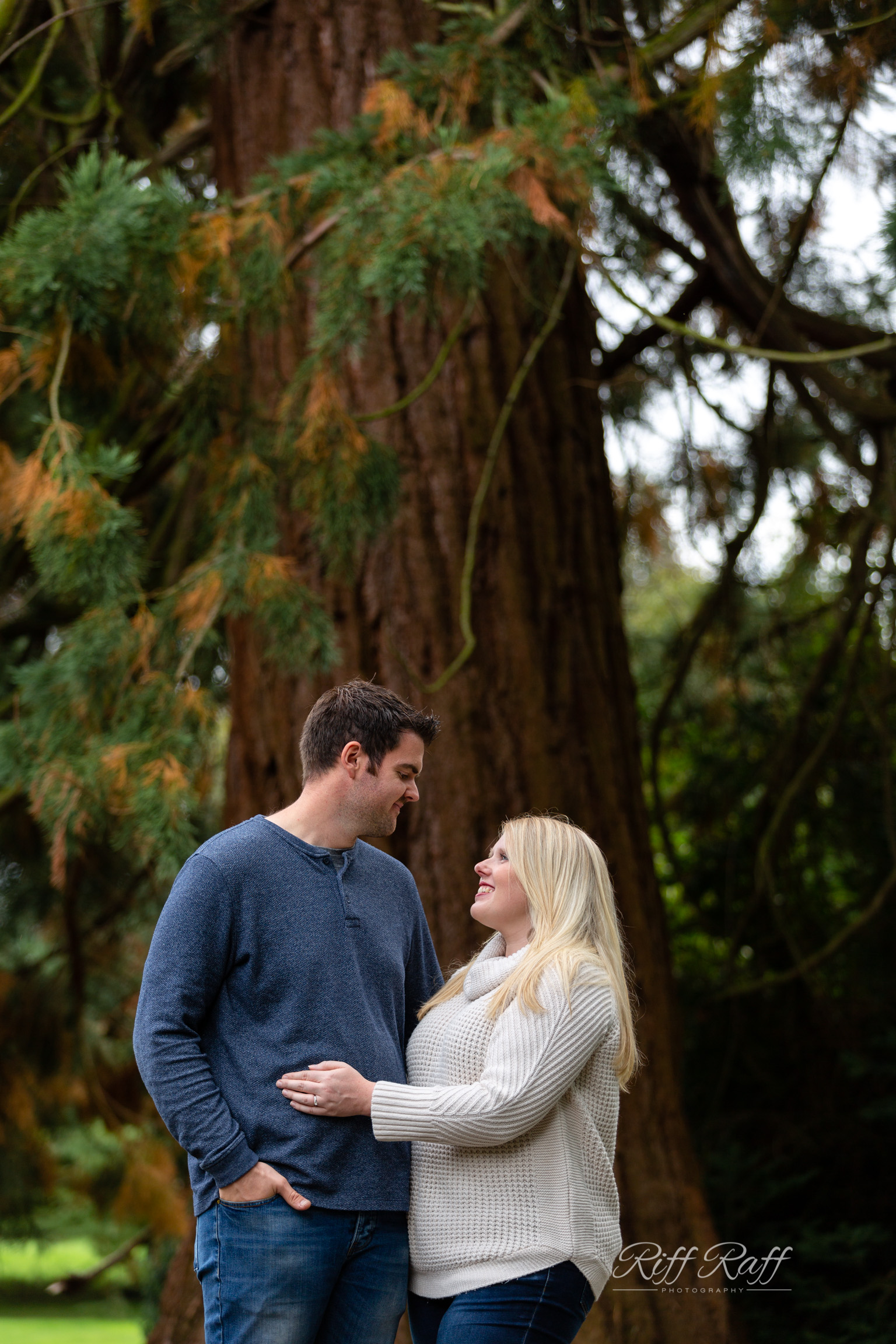 Fiona & Adam Engagement Shoot Blog-039.jpg