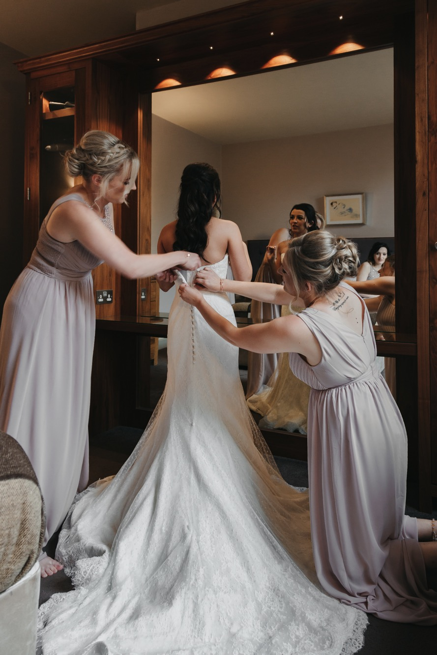 Becki & Alex Wedding Blog-037_889X1333.jpg