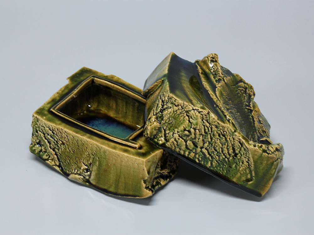 HIGASHIDA Shigemasa Oribe Box2 4.jpg