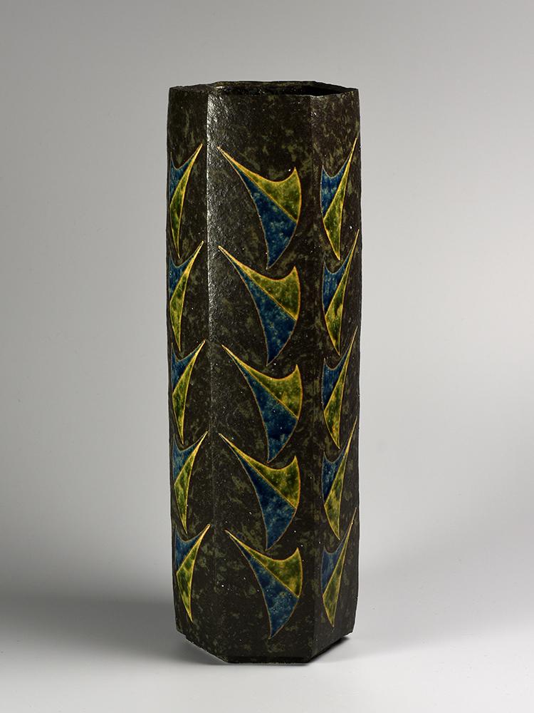 KAMODA Taro Black glaze cylinder vase.jpg