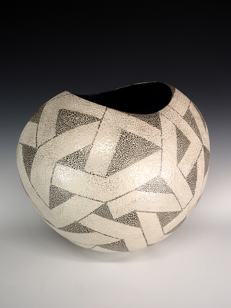 IINUMA Koichi Silver Vase4.jpg