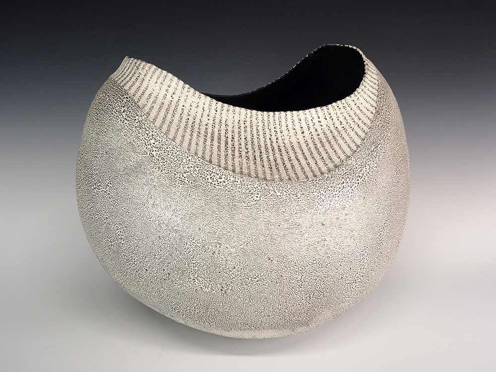 IINUMA Koichi Silver Vase Stripes1.jpg