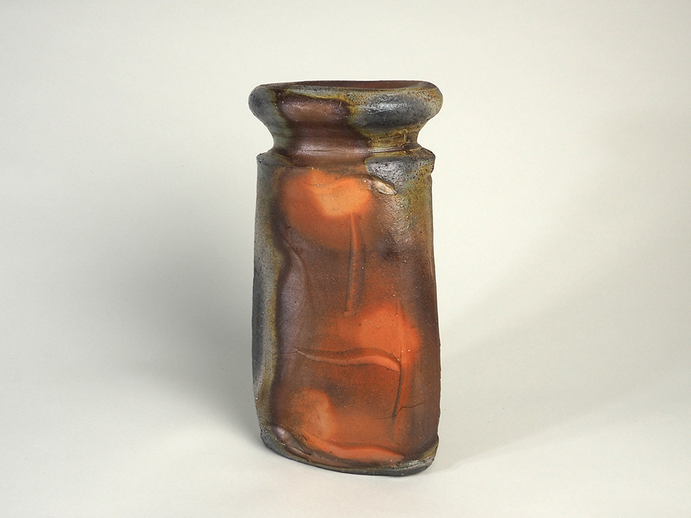 ISEZAKI Jun Triangle Vase1.jpg