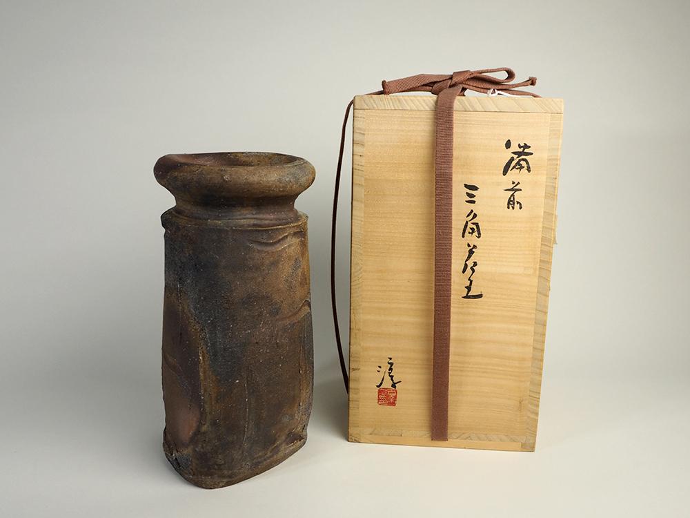 ISEZAKI Jun Triangle Vase5.jpg