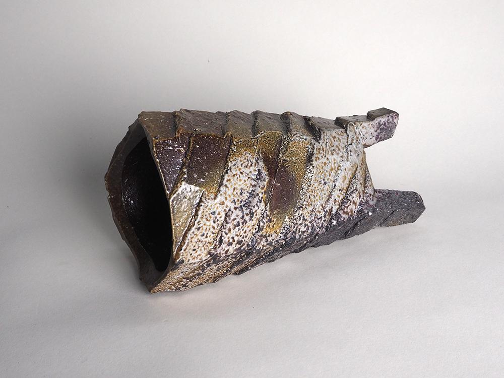 WAKIMOTO Hiroyuki Footed Vase3.jpg