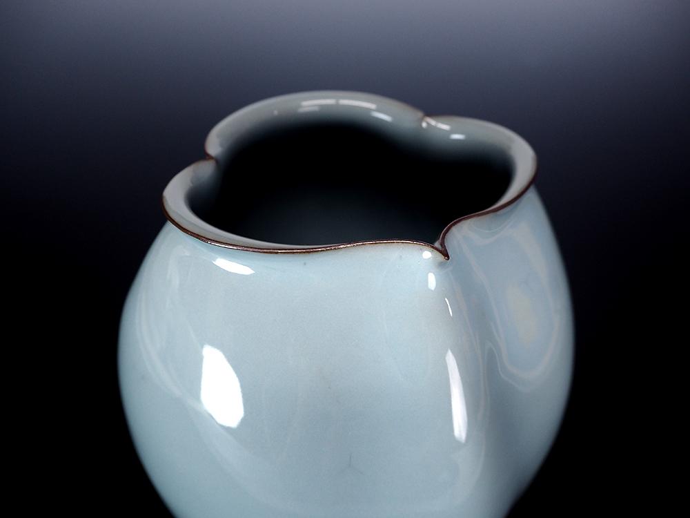 "KAWASE Shinobu | Celadon Jar ""Jin-cho(Penguin)"""