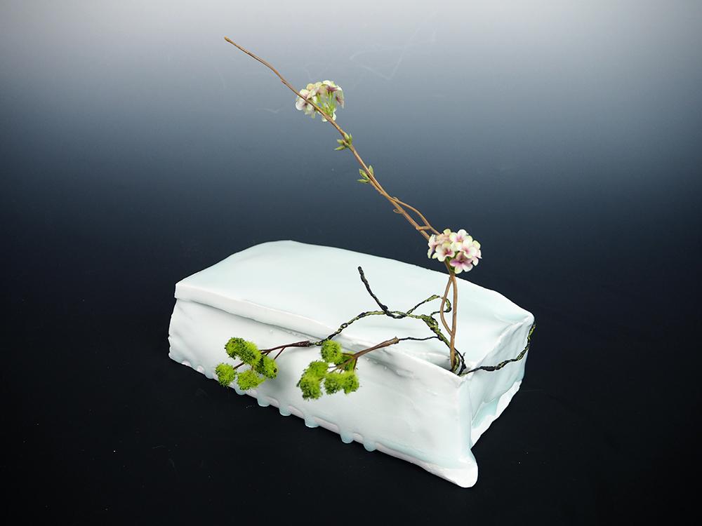 KATO Tsubusa Cube with Flower1.jpg