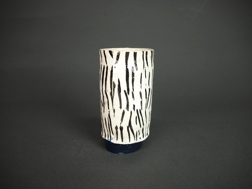 KIM Hono Black and White Cup Blue Foot 2.jpg