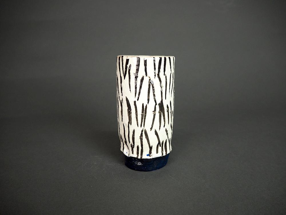 KIM Hono Black and White Cup Blue Foot 1 .jpg