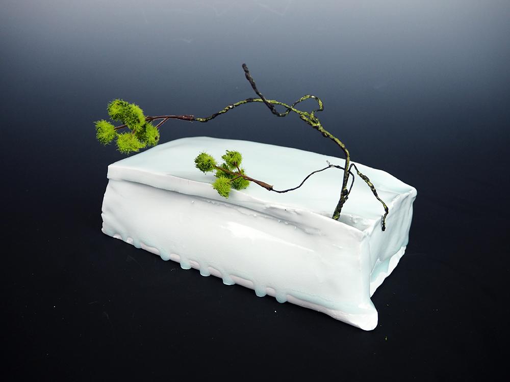 KATO Tsubusa Cube with Flower 2.jpg