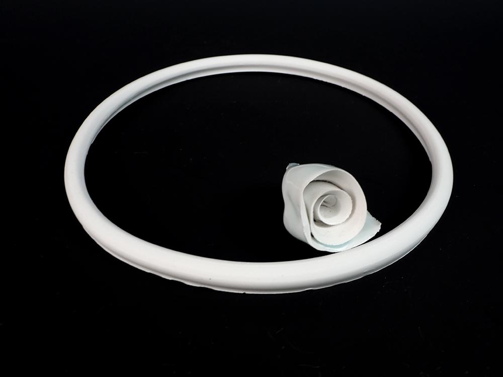 KATO Tsubusa Porcelain Sculpture %22Sapporo-Moon%22 No.7-1.jpg