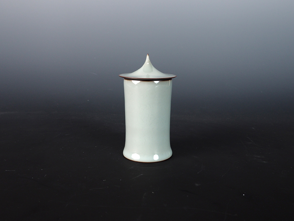 KAWASE Shinobu Celadon Cylinder with Lid-1.jpg