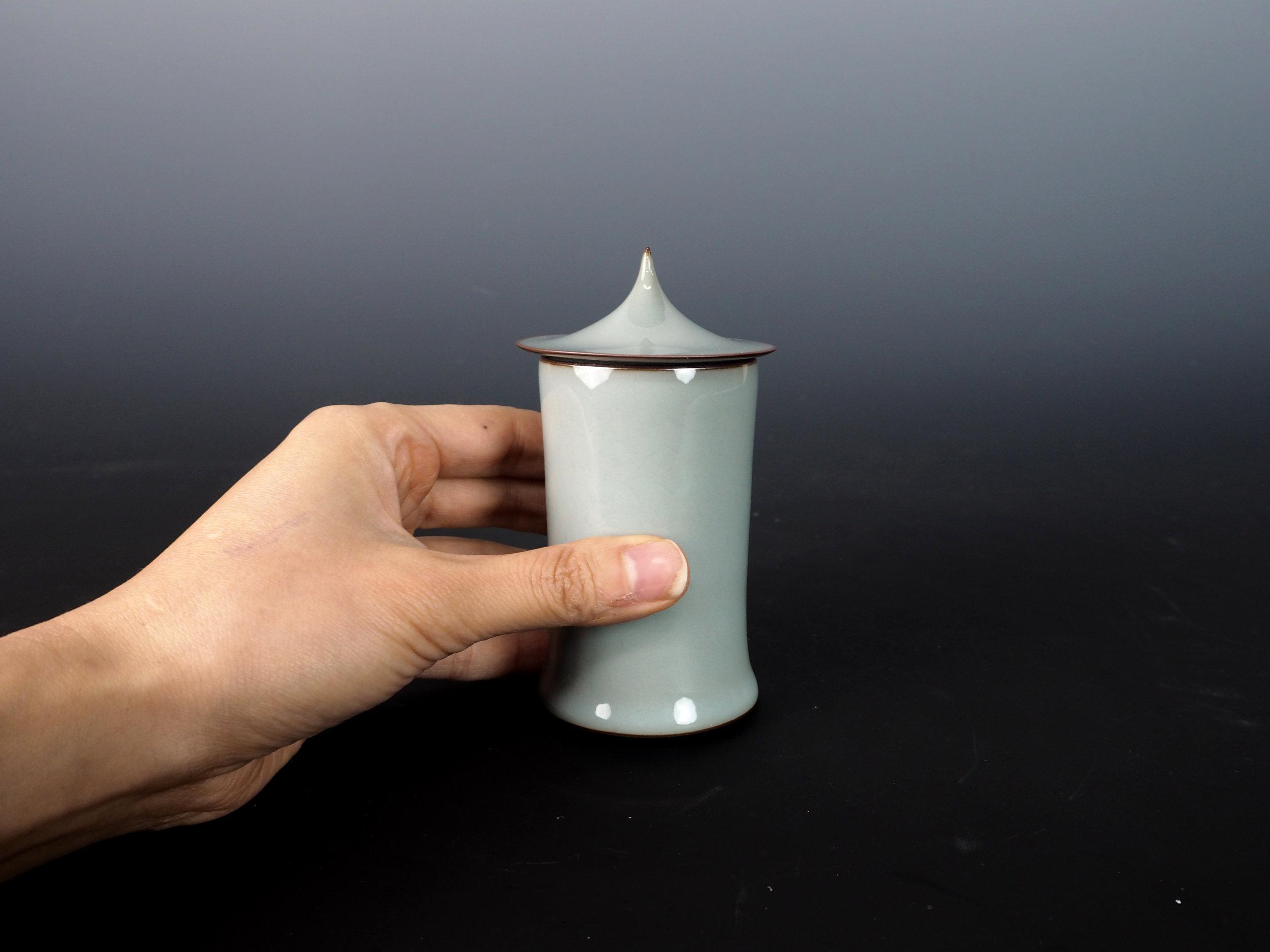 KAWASE Shinobu Celadon Cylinder with Lid-3.jpg