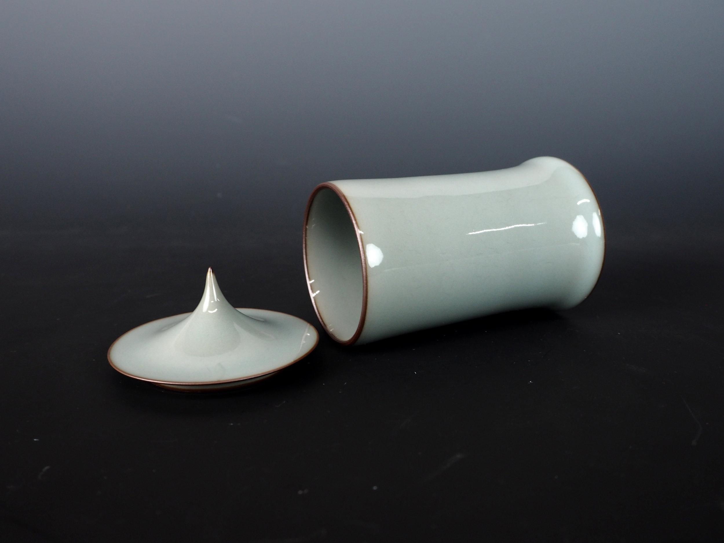 KAWASE Shinobu Celadon Cylinder with Lid-5.jpg