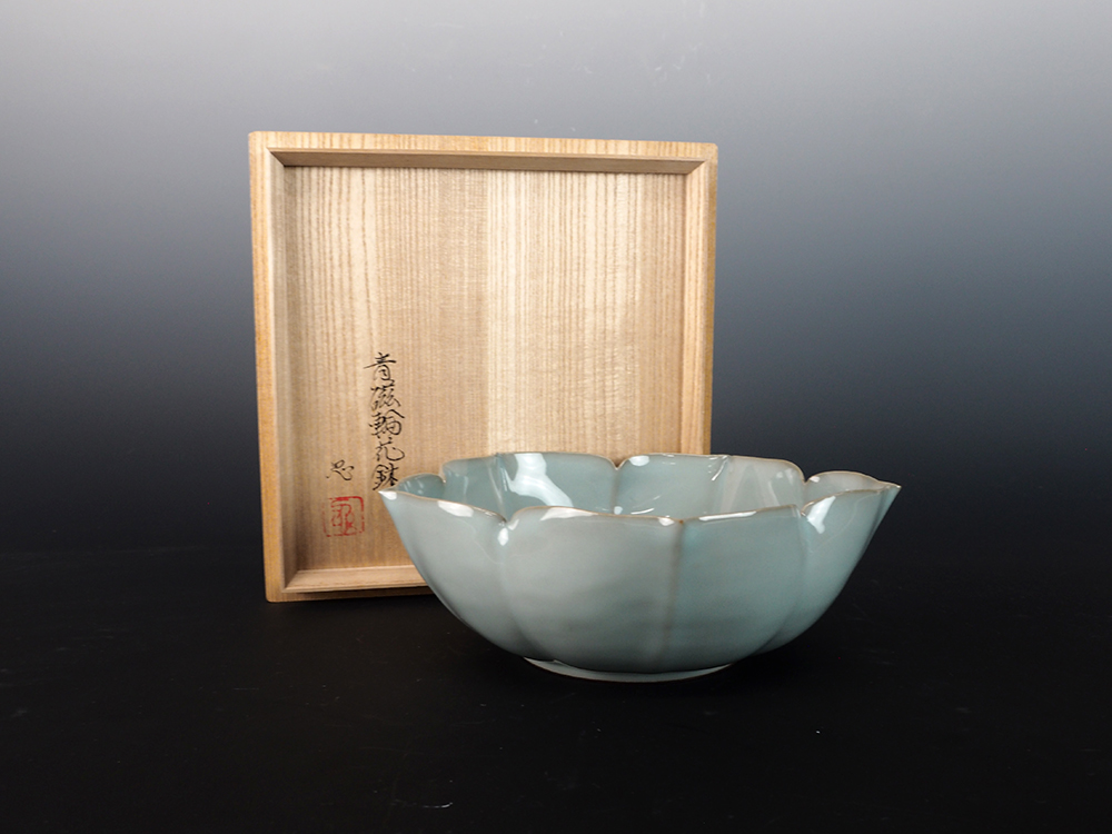 KAWASE Shinobu Celadon Lobed Bowl-1.jpg