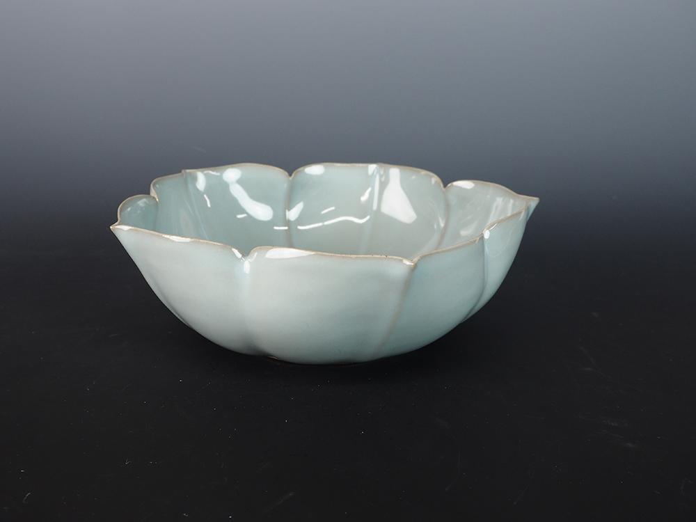 KAWASE Shinobu Celadon Lobed Bowl-2.jpg