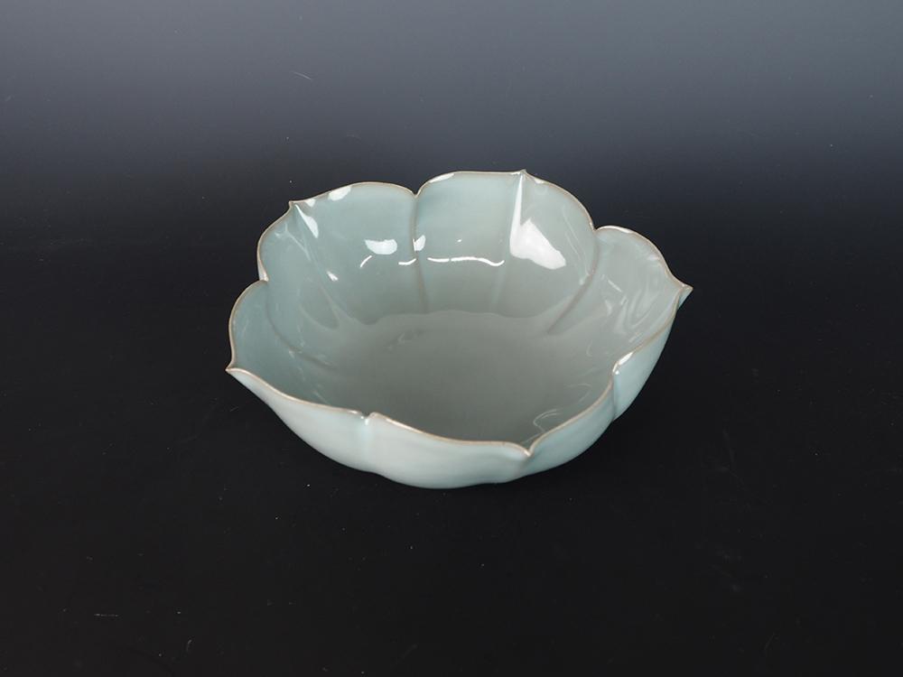 KAWASE Shinobu Celadon Lobed Bowl-6.jpg