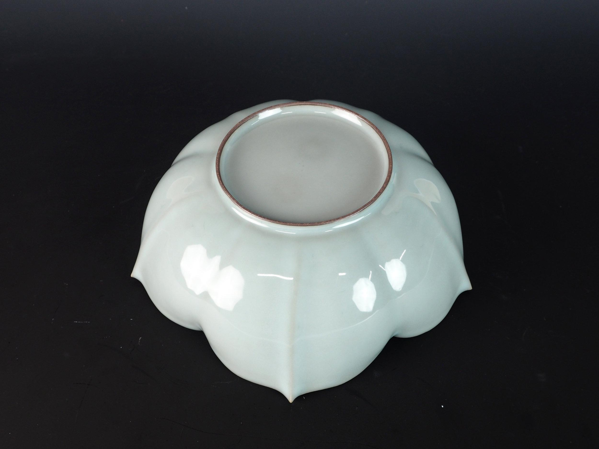 KAWASE Shinobu Celadon Lobed Bowl-3.jpg