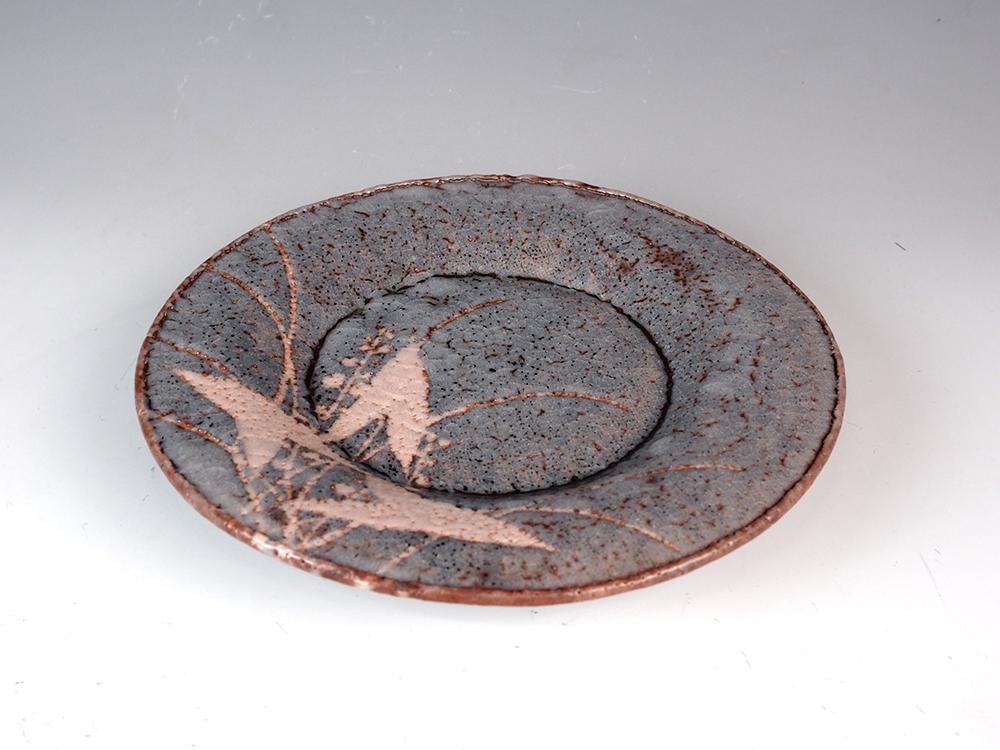 WAKAO Toshisada Gray Shino Round Plate -Reeds- 5.jpg