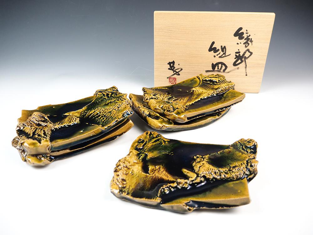 HIGASHIDA Shigemasa Set plates-2.jpg
