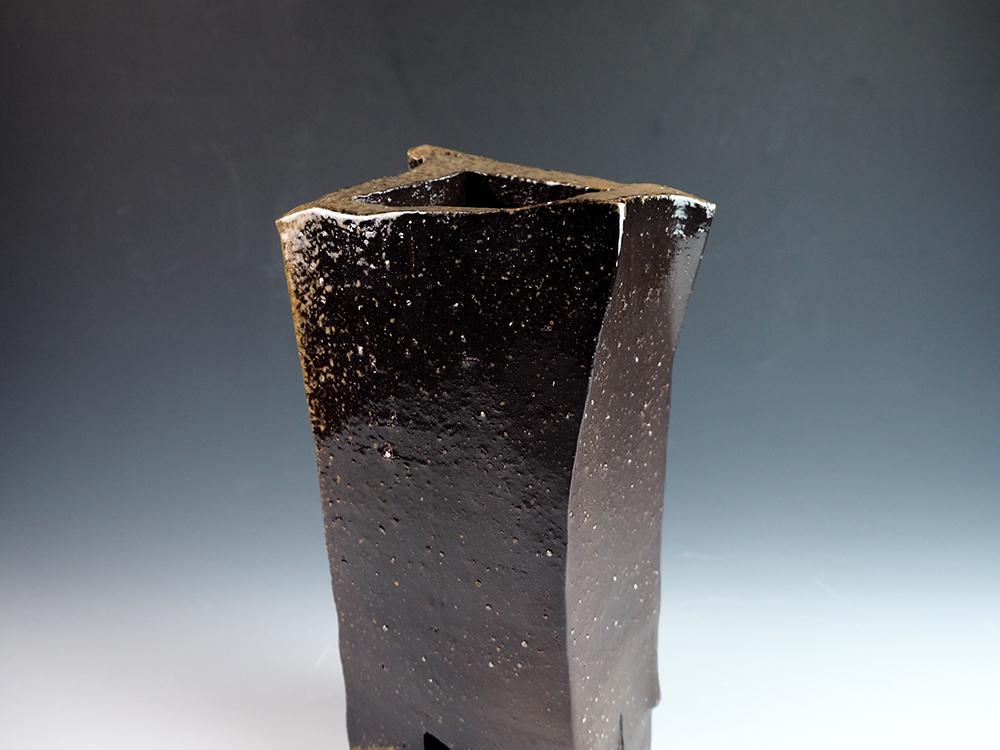 ISEZAKI Jun Black Bizen Vase-11.jpg