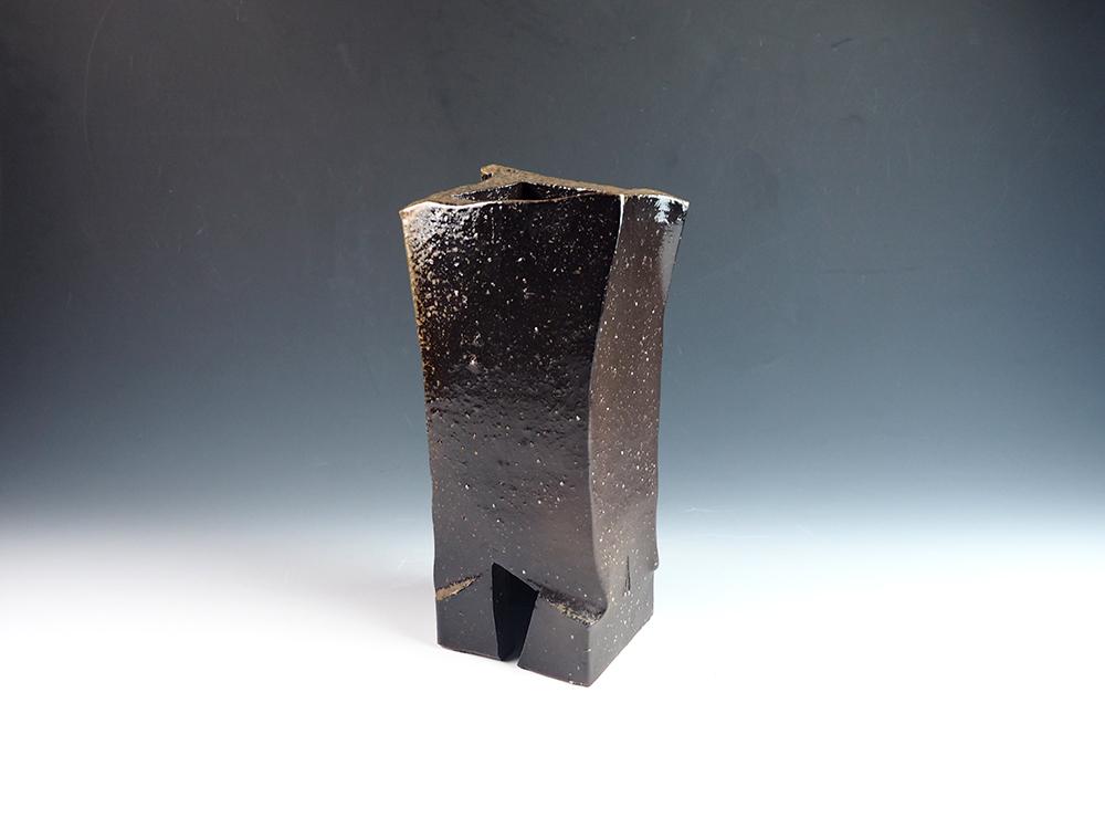 ISEZAKI Jun Black Bizen Vase-13.jpg