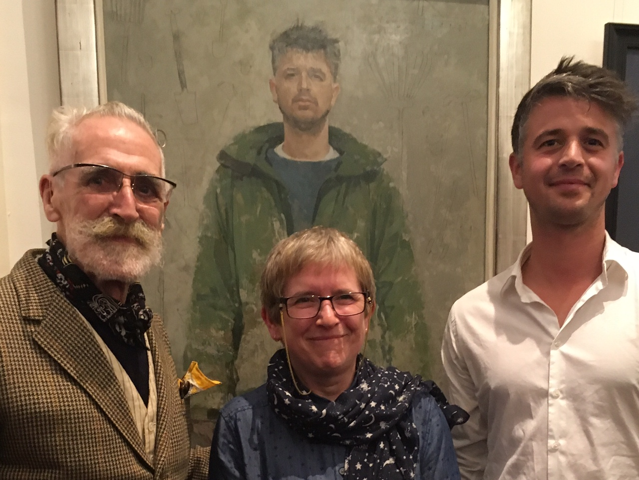 Helen Wilson stands in fron of her winning portrait, Jonah of Kittyfield Farm, with SPA Judge John Byrne and Jonah Gaskell, the subject of her painting.