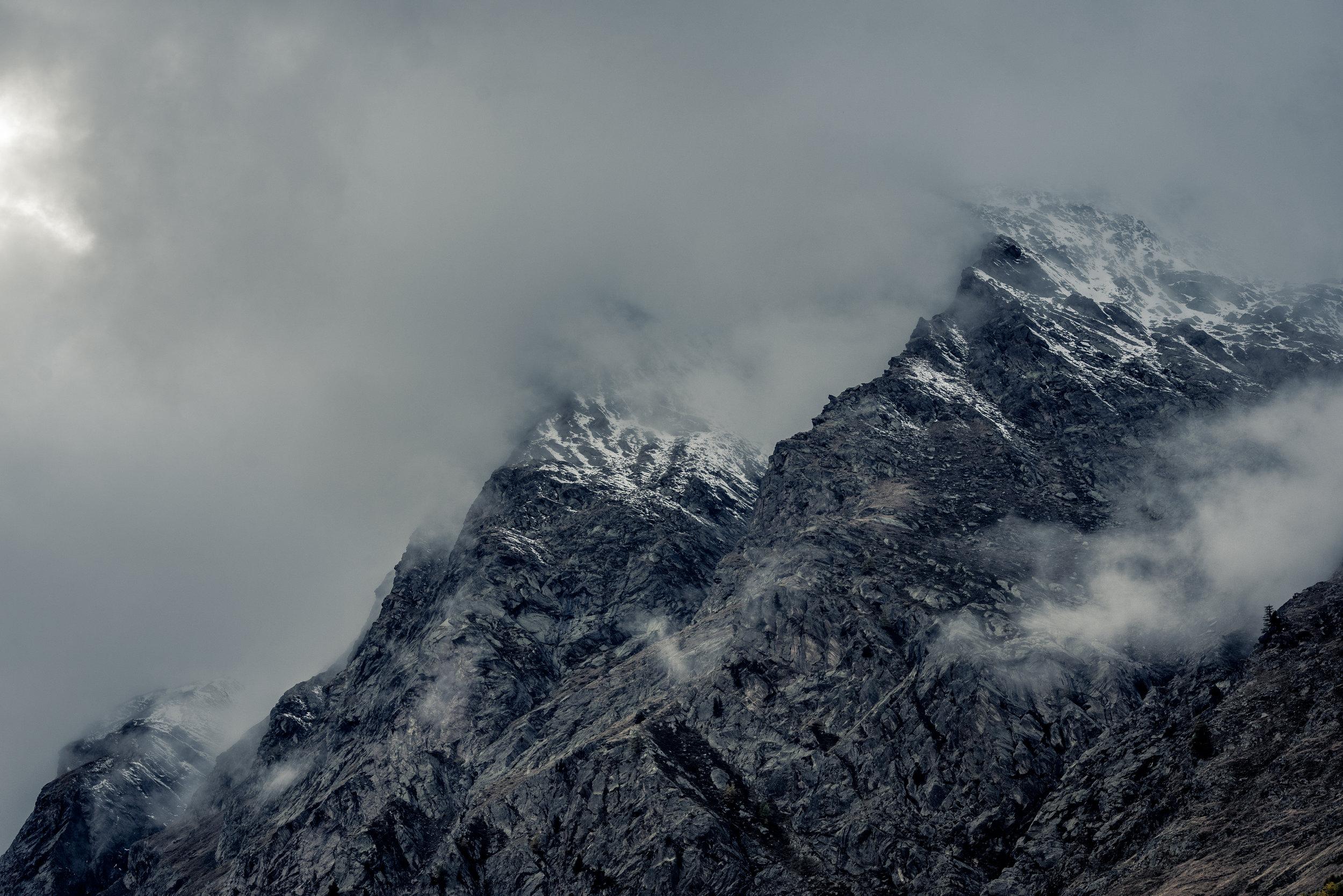 Mountain_fromunder_fog_peak_renrob©.jpg