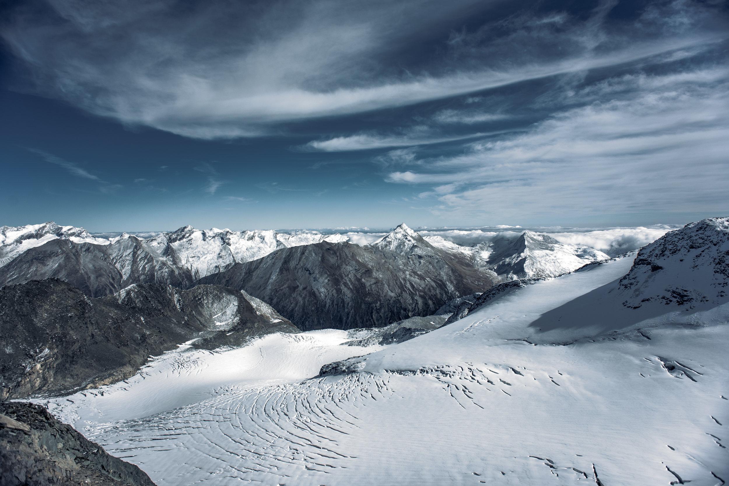 Switzerland_Mountain_renrob©.jpg
