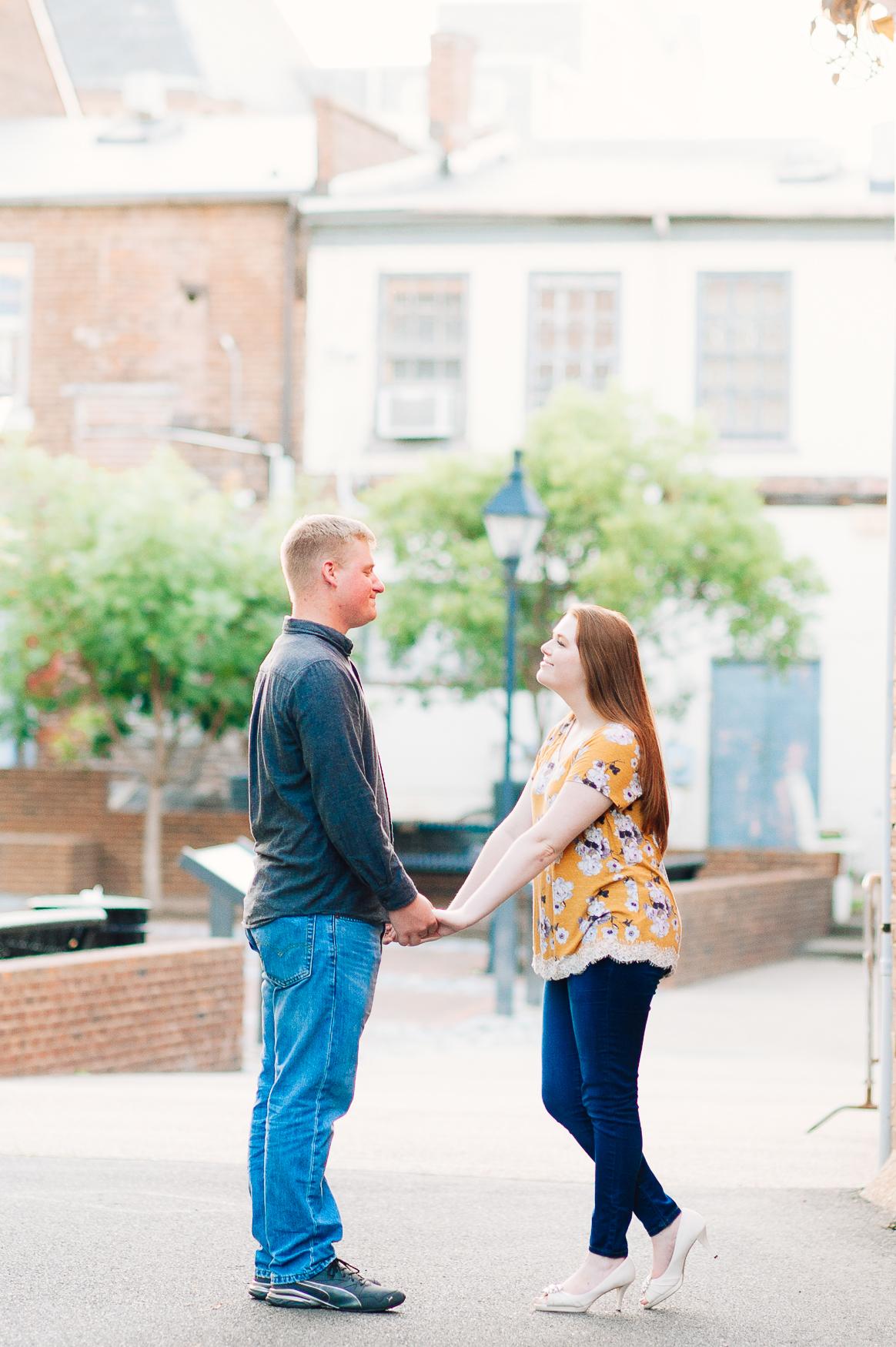 engagement_downtown_fredericksburg_virginiaweddingphotographer_youseephotography_ErinBrad (44).jpg