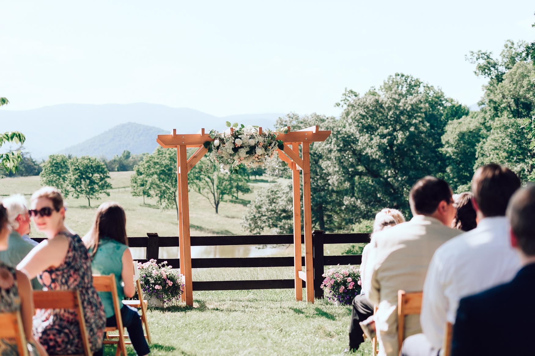 charlottesvillewedding_backyardwedding_virginia_youseephotography_CaitlinDerek (44).jpg