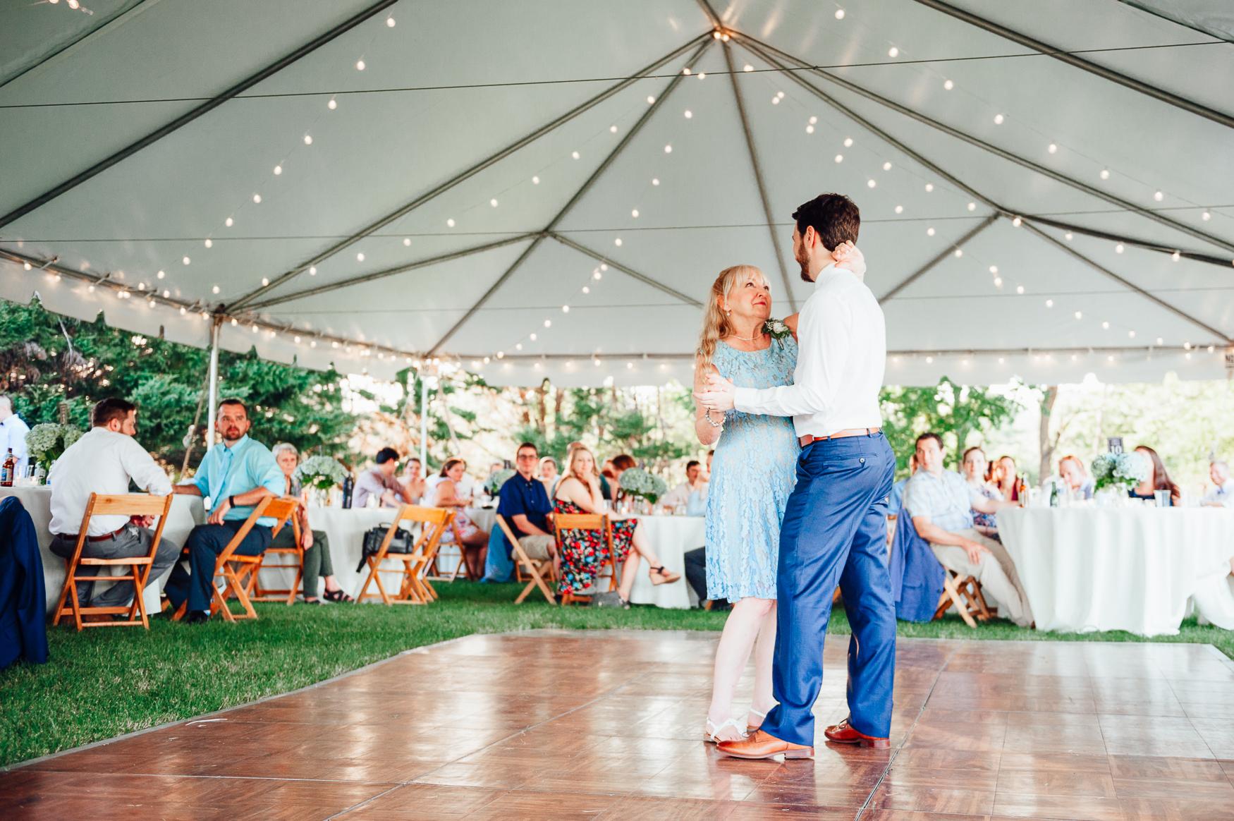 charlottesvillewedding_backyardwedding_virginia_youseephotography_CaitlinDerek (76).jpg